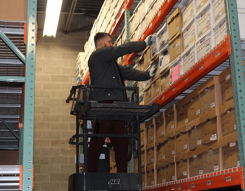 Warehouse - Pulling-Boxes-4